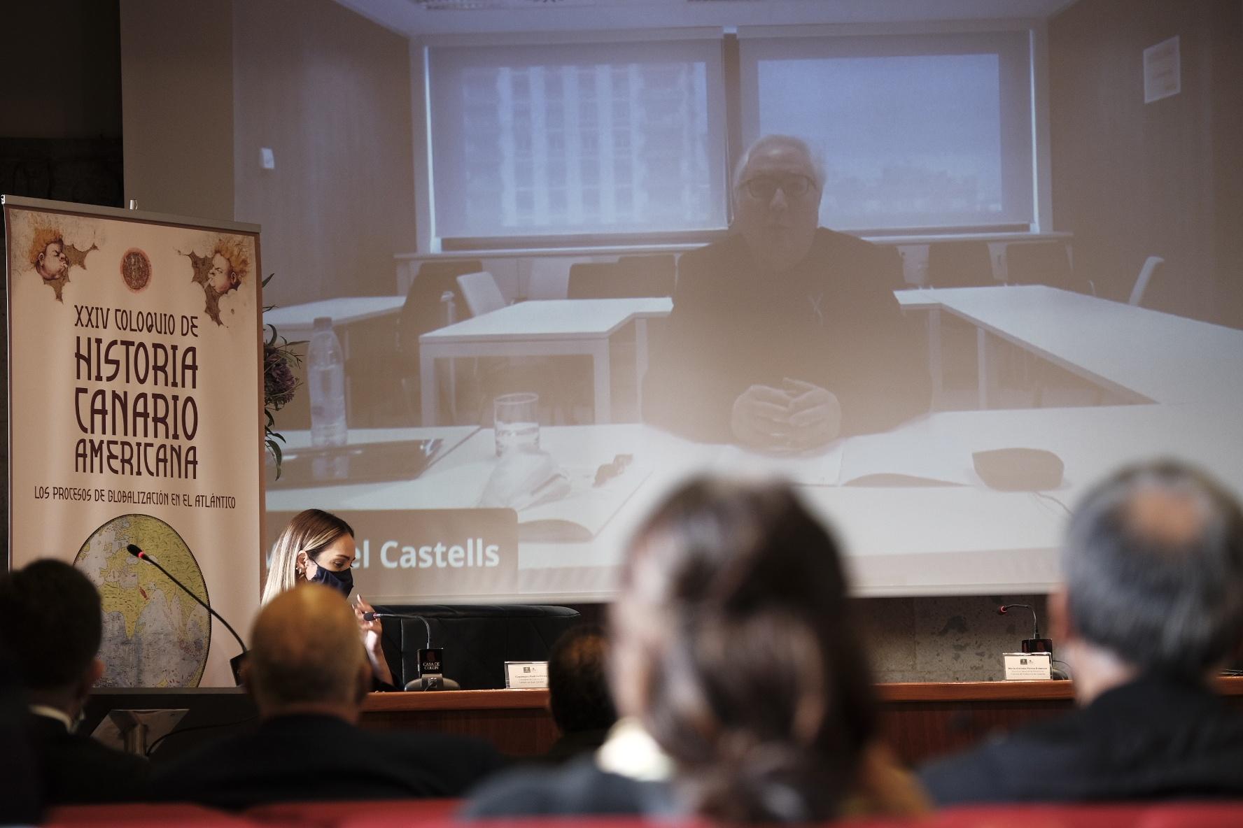 El ministro español de Universidades, Manuel Castells durante su intervención 'on line'