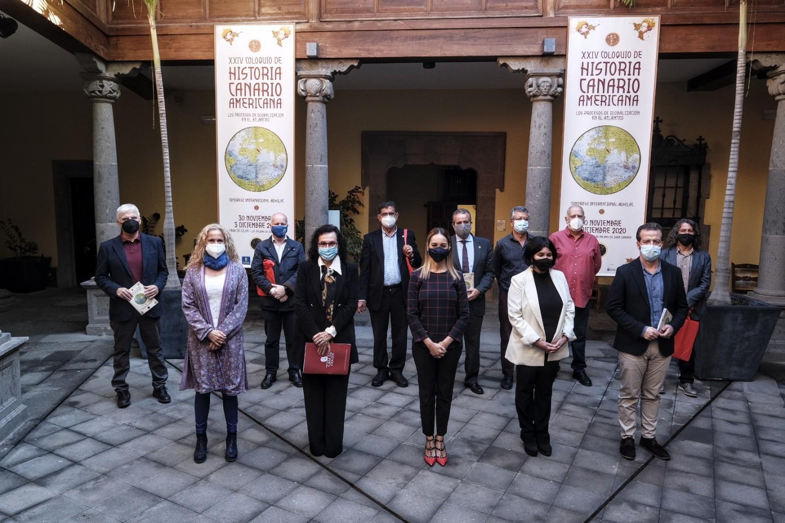 Representantes institucionales y miembros del Comité Científico del Coloquio, en la sesión de apertura del Coloquio